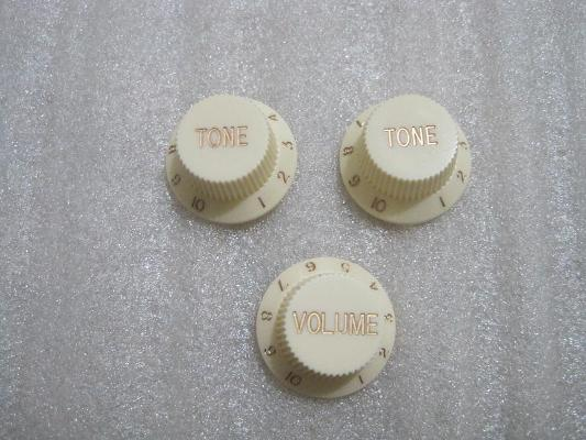 (N-9)  Aged White Strat Knobs (3pcs.) NEW Batch <b><font style='font-weight:bold;color:red'>**out of stock**</font></b>
